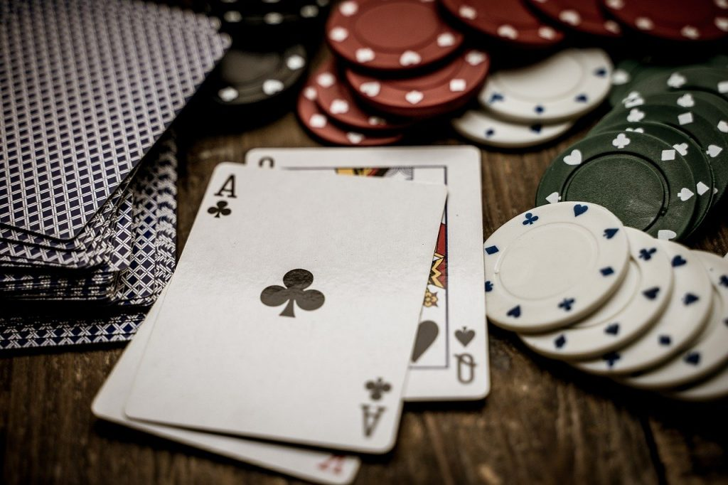 Earning Money from the Internet through Online Casino Game